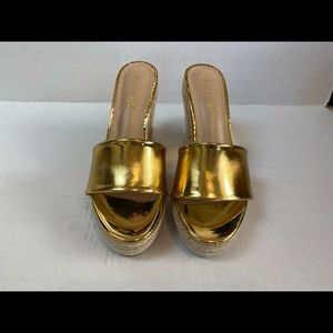 Shoe Dazzle shiny gold wedges 7, new no tags